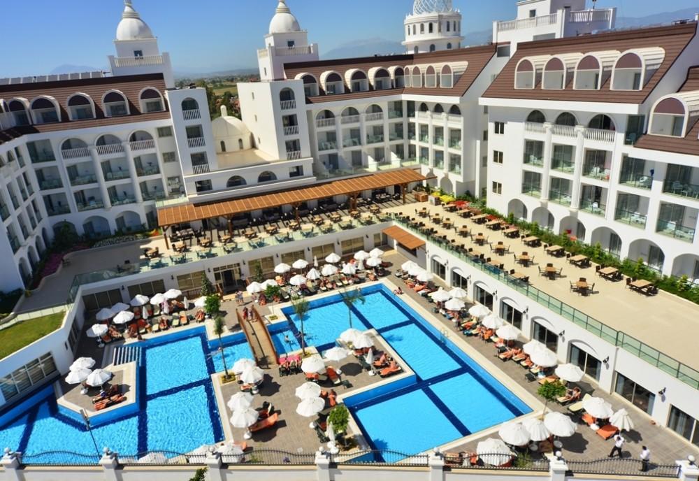 Crown Serenity Hotel